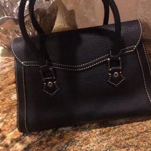 Dooney & Bourke Bags - SALE! Trending size ‼️❤️Beautiful black Dooney❤️